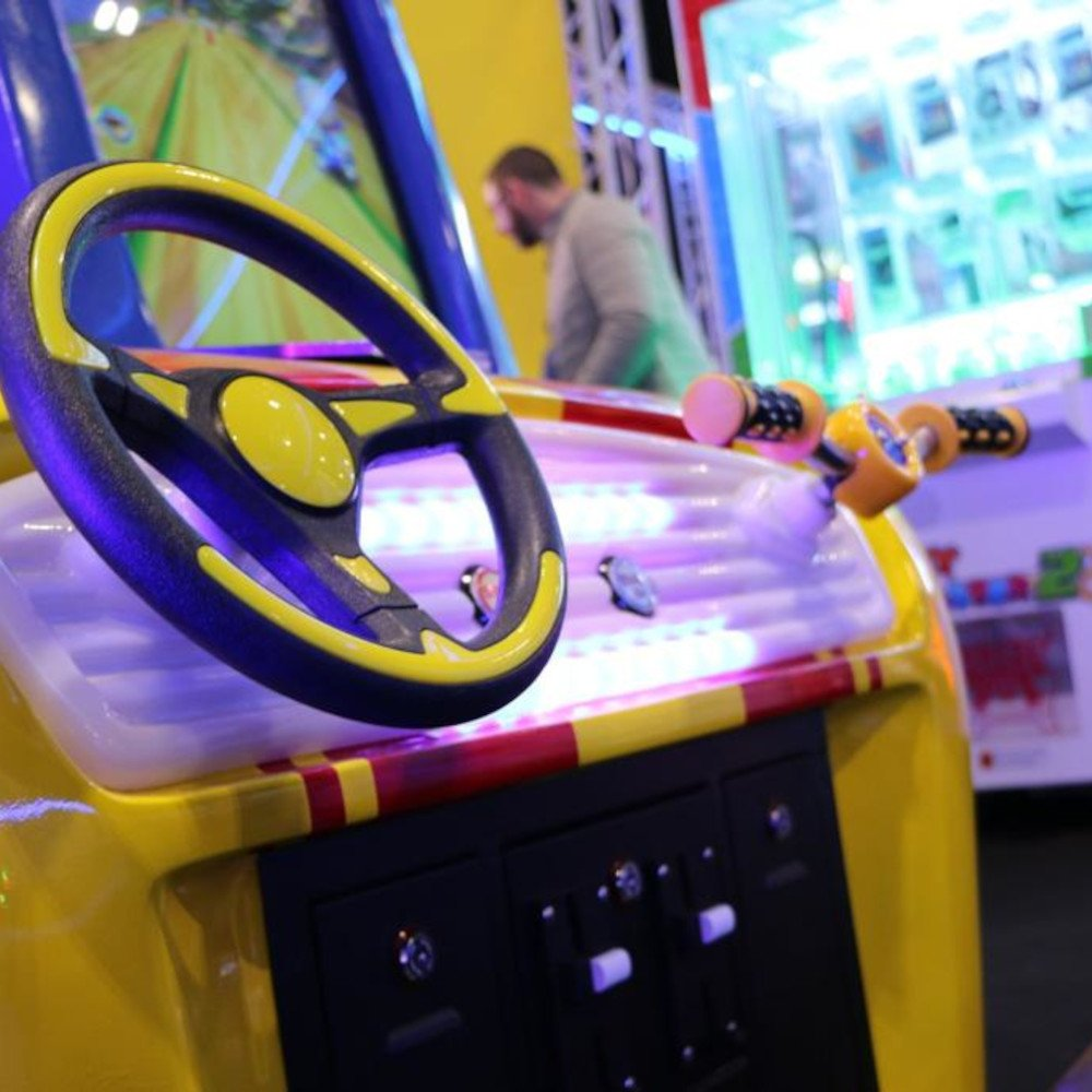 Hot Racers arcade amusement two-player driving machine